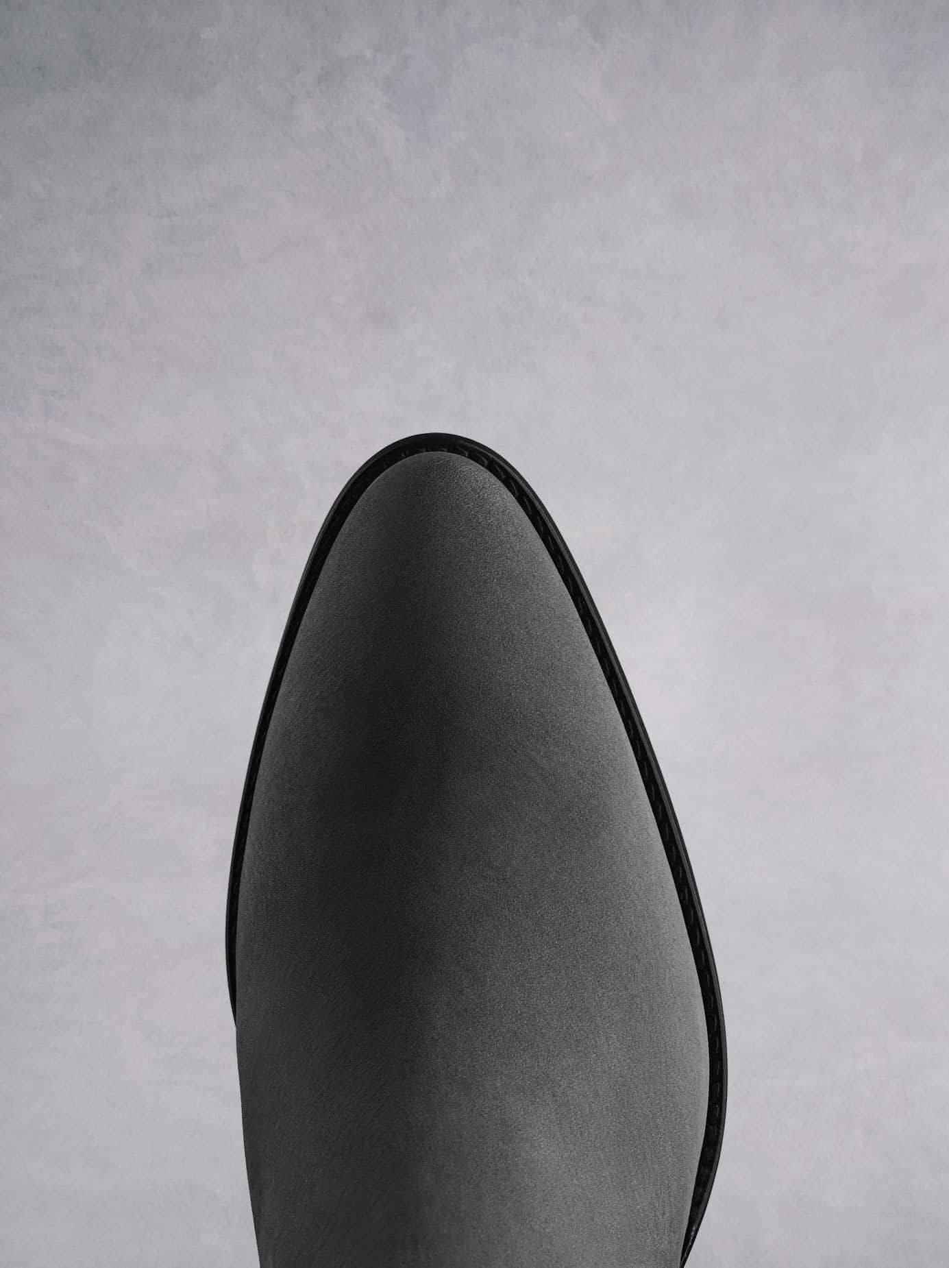 Buckland features a stylish pointed grey toe shape inspired by the Western trend.