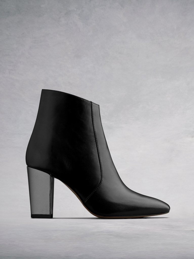 Sarsgrove Black Leather - High-heel ankle boots with chisel toe.