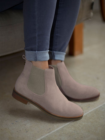 Darwin Dusty Pink Suede - Round toe flat Chelsea boots.