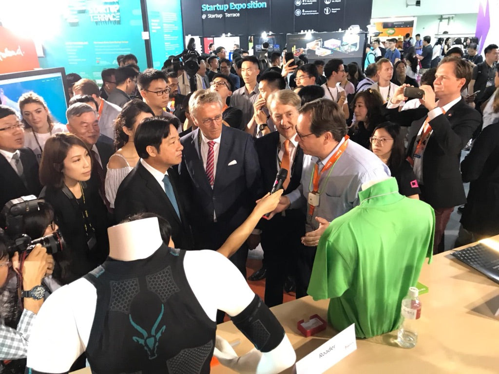 Presenting Roader to the Premier Minister of Taiwan at Innovex/Computex