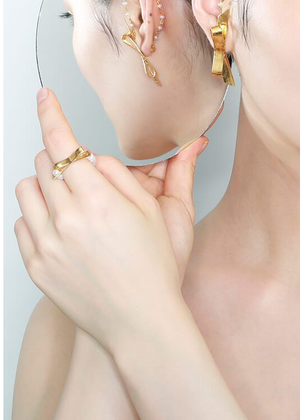 MIRIT WEINSTOCK - Gold bow & petite pearls ring