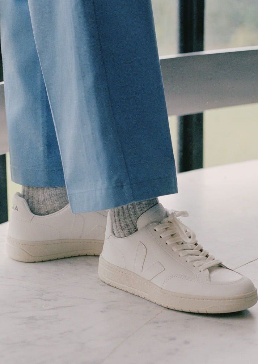VEJA  V-12 LEATHER EXTRA WHITE