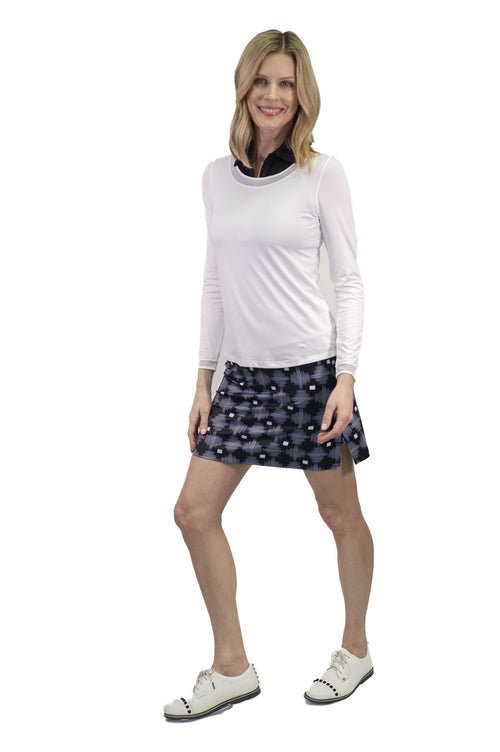 Women's black and white graphic pull-on golf skort. Ladies designer golfwear apparel. Fashionable golf skirts for women
