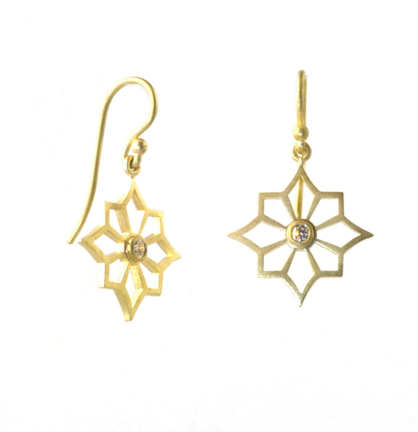 Single Star earring with Diamonds