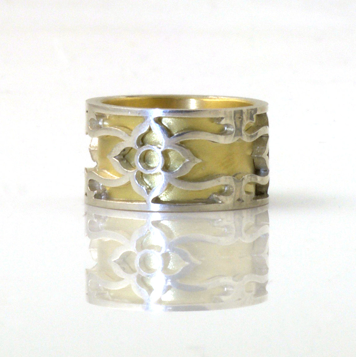 Flower & vine ring sleeved