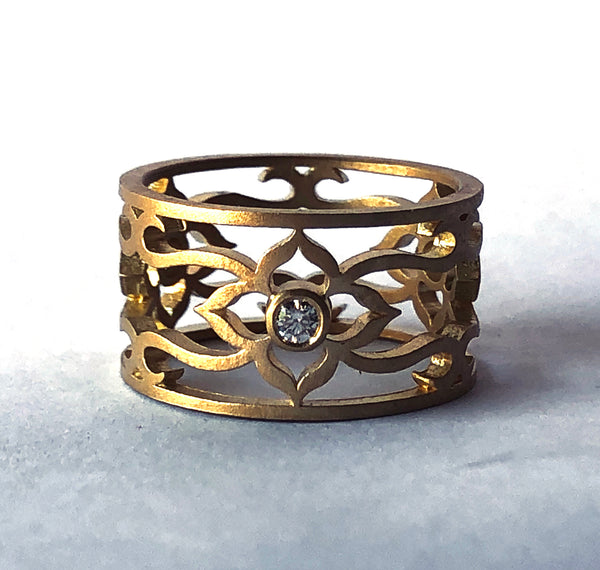 18K Flower vine ring with diamonds size 7
