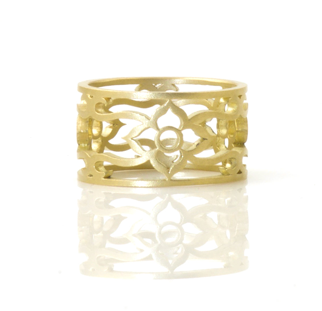 18K Flower vine ring size 8