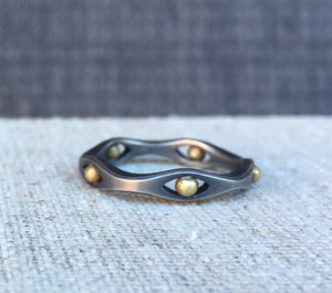 Wave stack ring with 18k shots