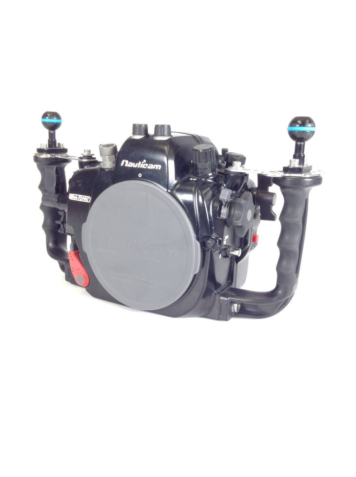 cp.3213 Used Nauticam NA-7DMKII Housing With Vacuum valve and Nikonos electrical bulkhead(SKU: 17319)