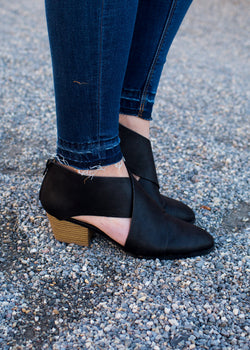 Criss Cross Bootie - Sparrow Noir