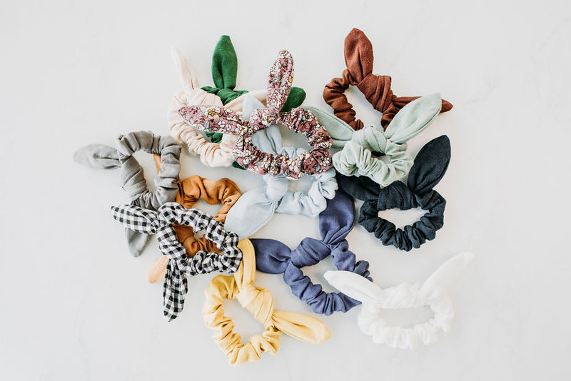 Sweet and Simple Scrunchie - Sparrow Noir