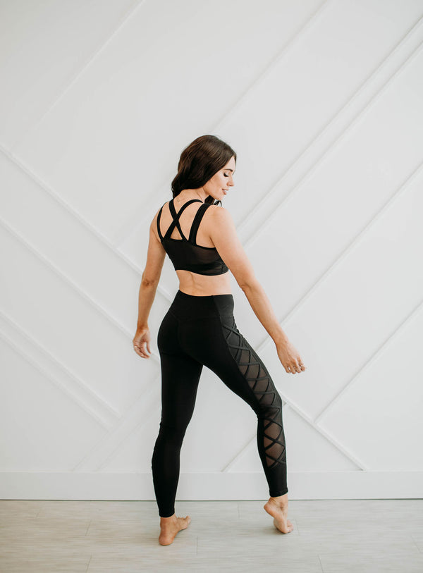 Midnight Mesh Sports Bra - Sparrow Noir