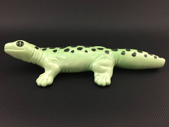 Ceramic Gecko Pipe - Marbled Light Green