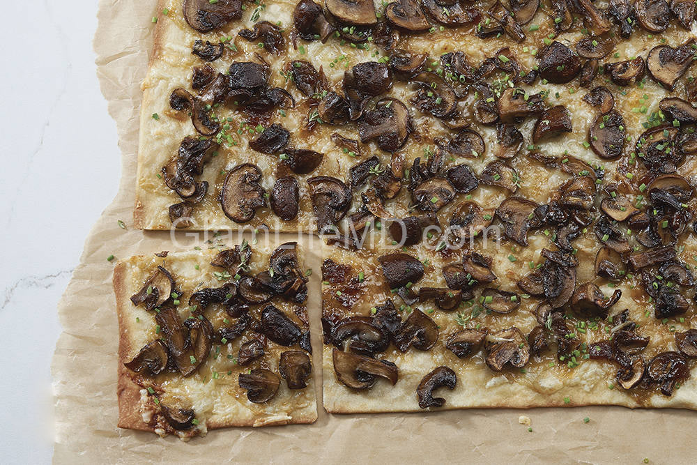 Mushroom Flatbread | Friendsgiving Recipes Appetizers