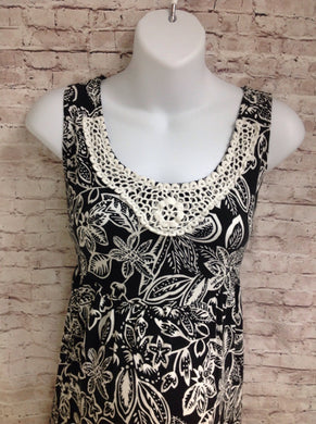 Size Large Notations BLACK & WHITE FLOWER PETALS Dress