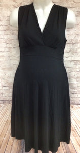 Size Medium Liz Lange Black Solid Dress