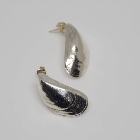 Mussel Shell Stud Earrings
