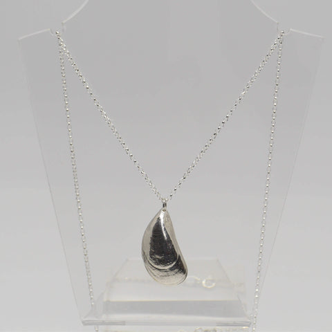 Mussel Shell Pendant Necklace