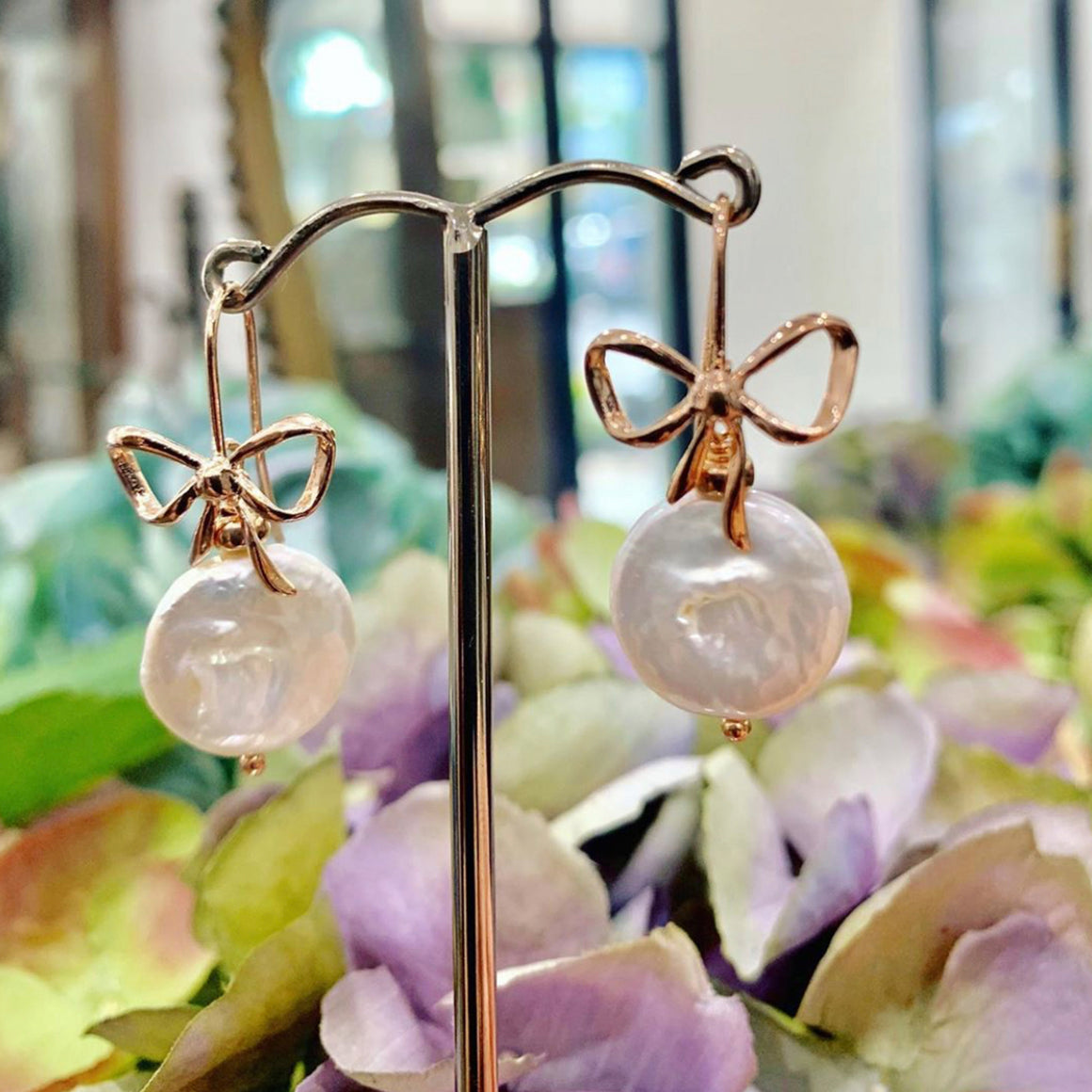 Coin Pearl Bow Earrings