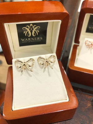 Bow Studs in 9ct Yellow Gold