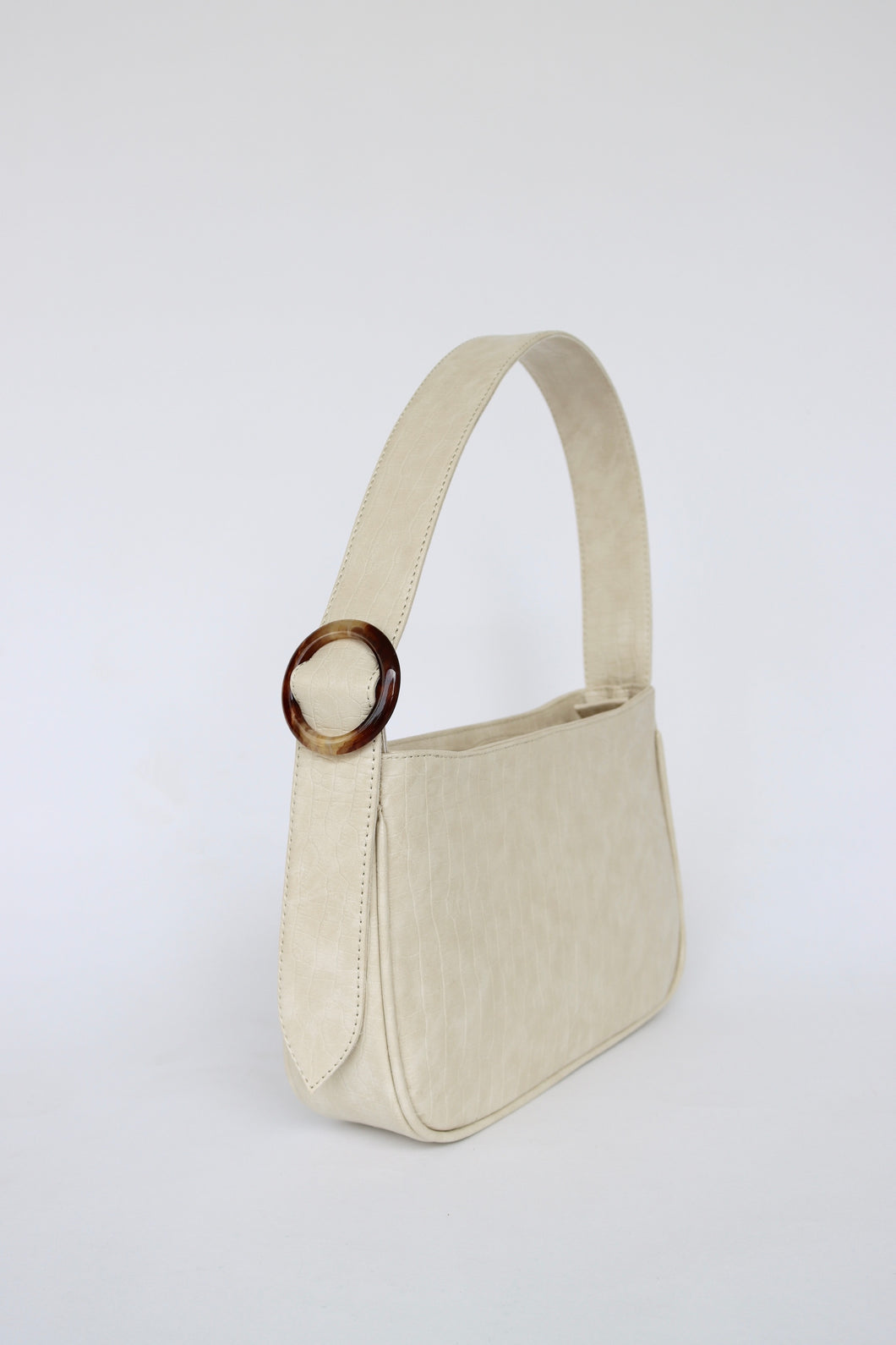 Shoulder Bag SIDERAL color marfil con hebilla de carey