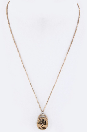 Ava: Gold Pendant Necklace