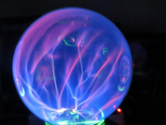 Super Cute!! Watch What Happens When Cat Touches a Plasma Ball.