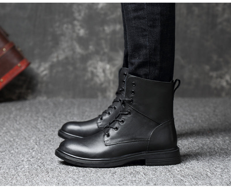 Genuine leather lace-up boot black on model