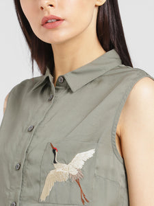 Sleevless Shirt With Embroidered