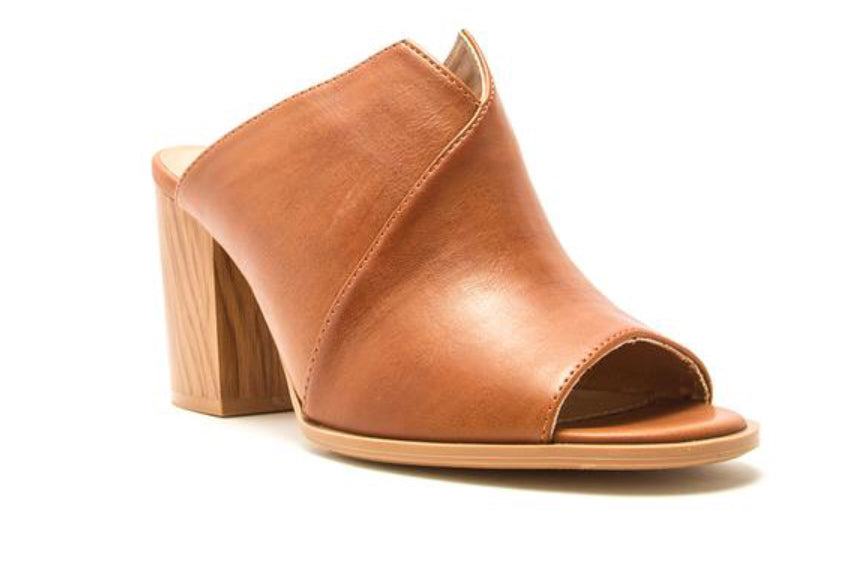 Caris Rust Mule