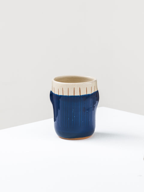 Mug with vertical carves