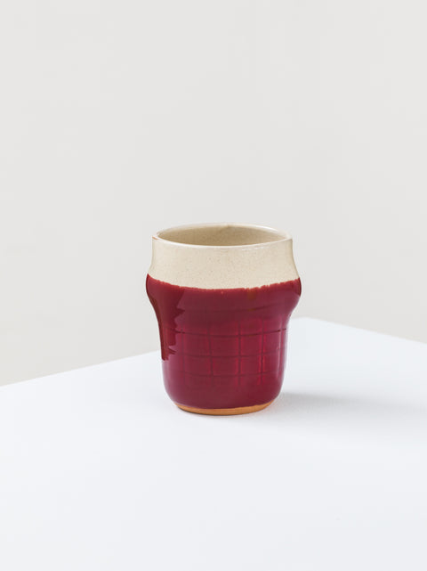 Mug with engraved grid