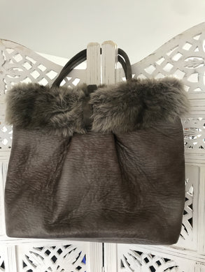 Shopper with faux fur -fun for autumn/winter