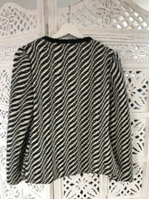 Black / white woolen jacket