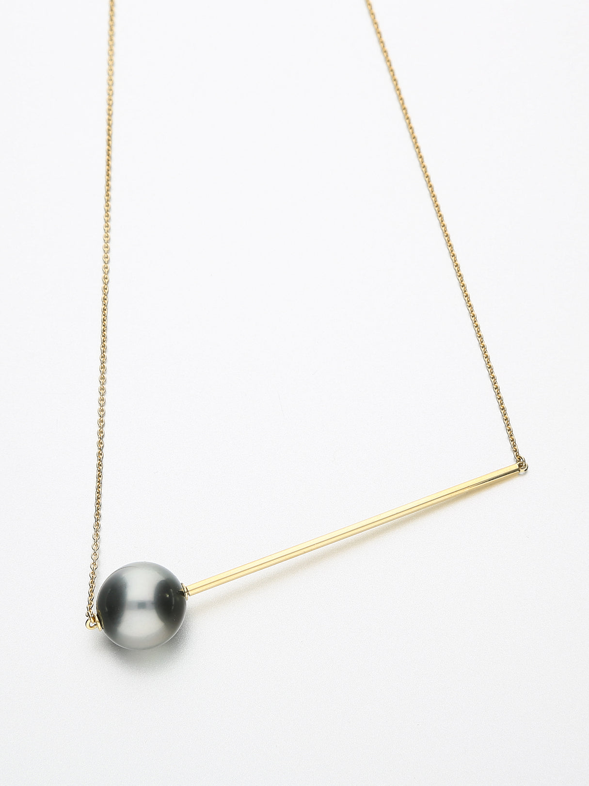 Abacus Pearl Necklace, Yellow gold with dark Tahitian pearl 13mm