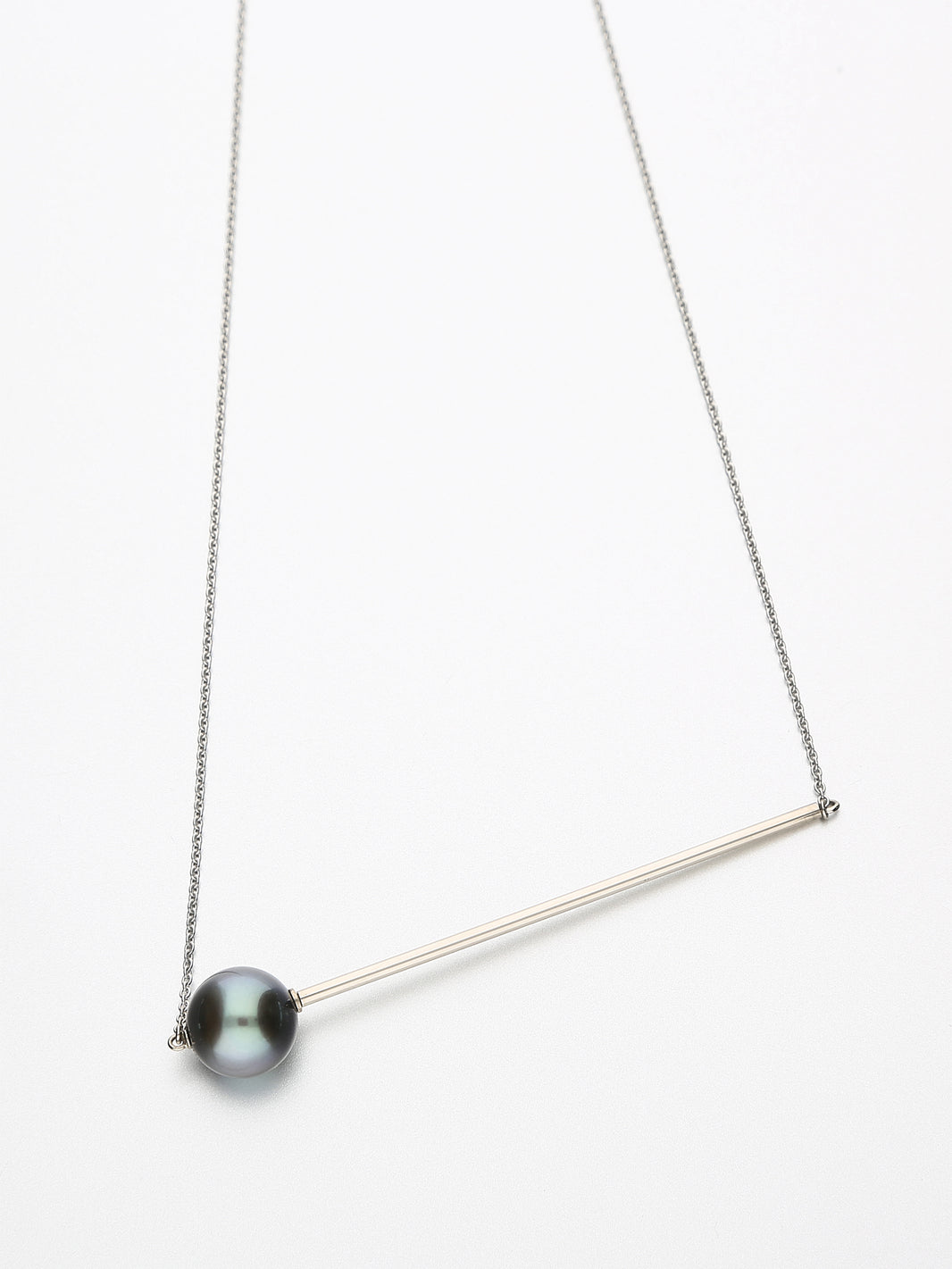 Abacus Pearl Necklace, White gold with dark Tahitian pearl 10mm