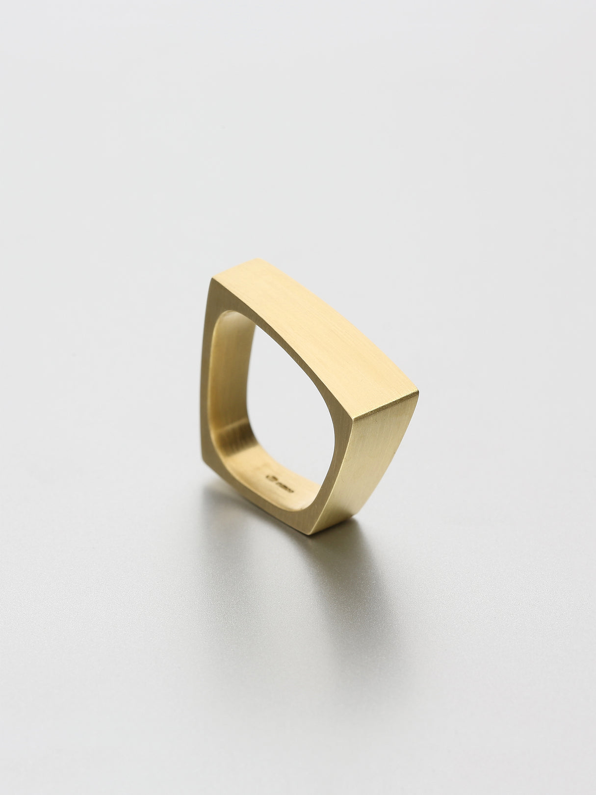 Leo I, Yellow gold