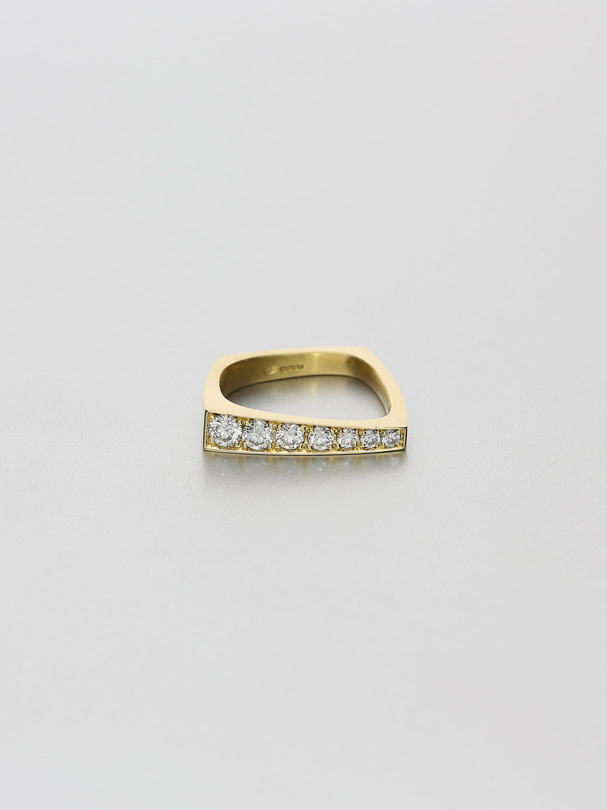Leo VI pavé, Yellow gold