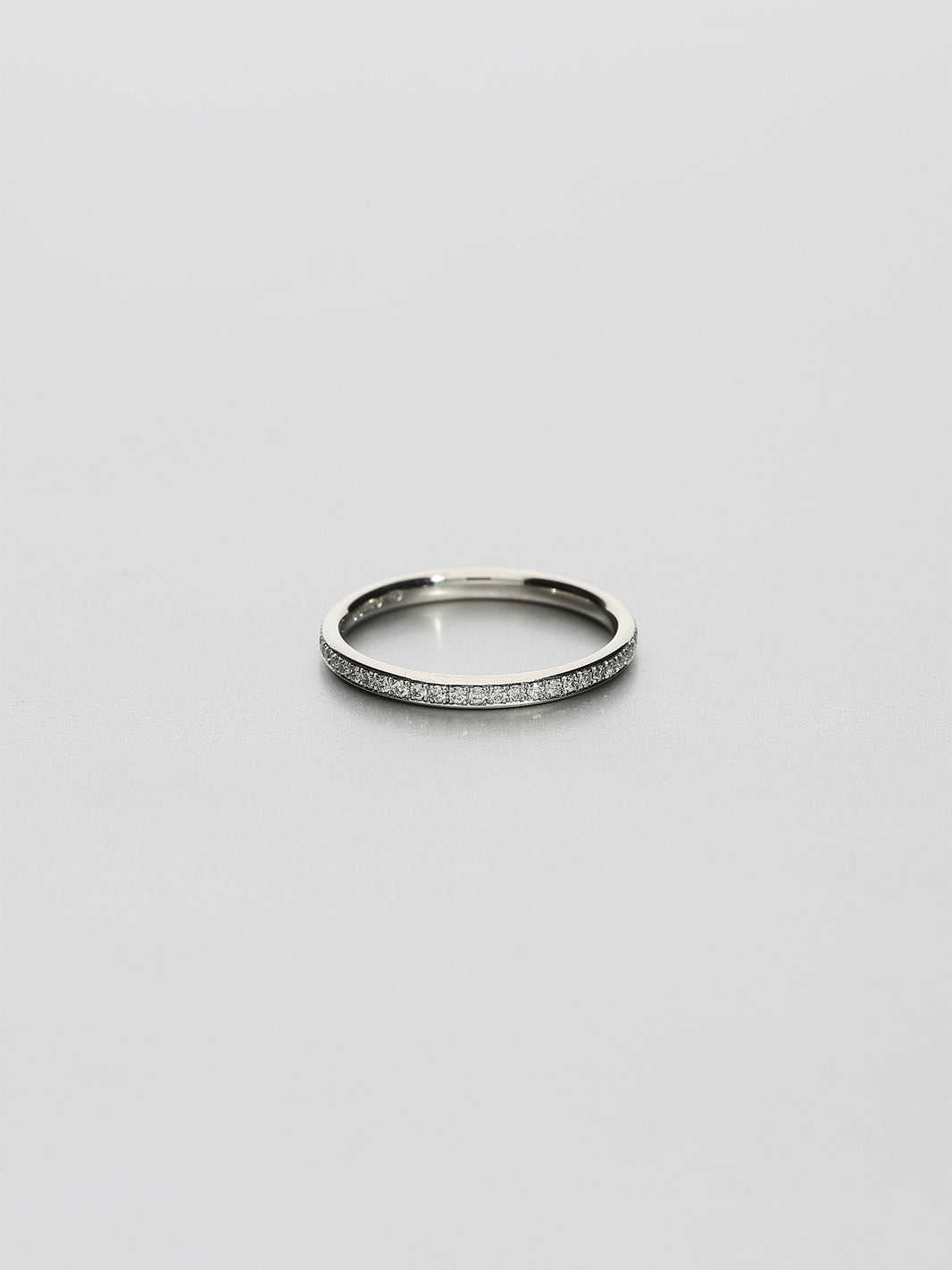 Fine Eternity oval, Platinum