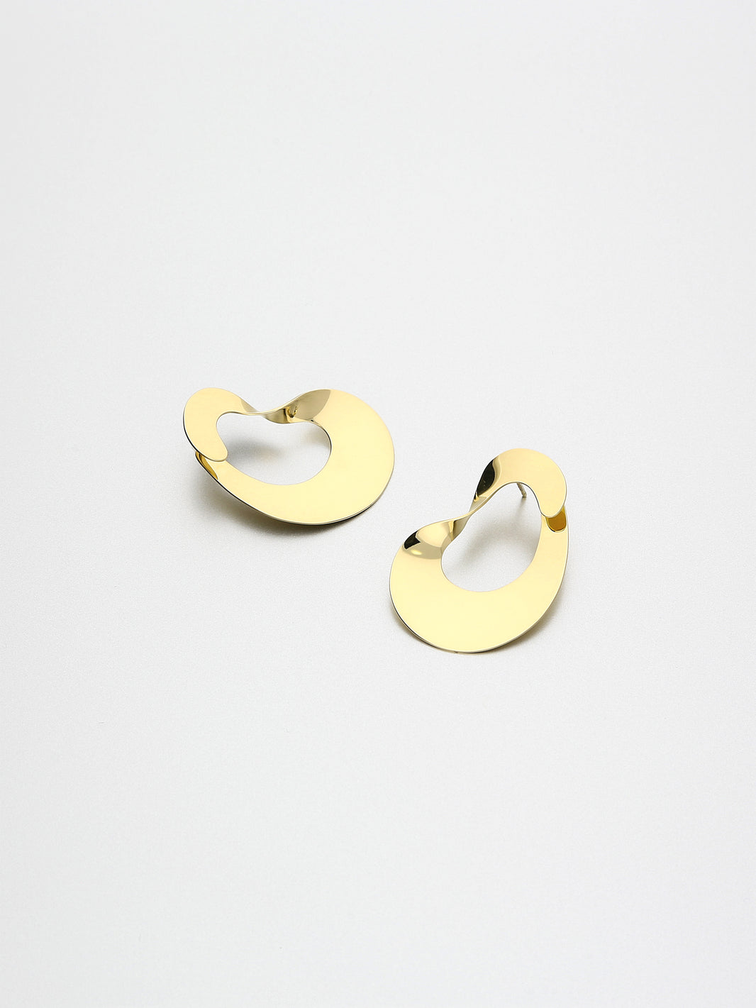 Moebius Earrings, II Yellow gold