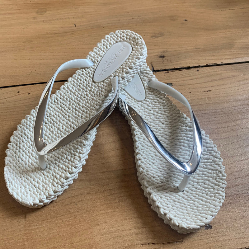 Creme highshine flip flop