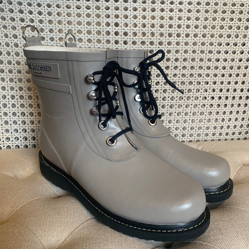 Ilse Jacobsen Light grey short lace up rubber boot