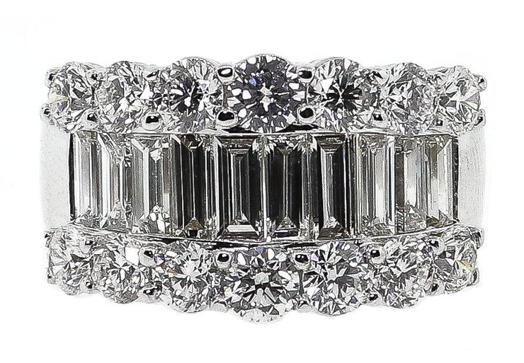4.34ct 18k White Gold Round & Baguette Band