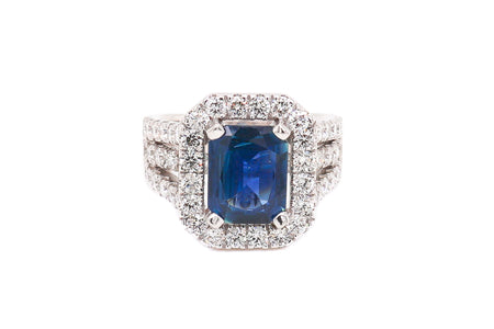 3.00ct Sapphire set in 18k White Gold setting with 2.00ct Diamonds