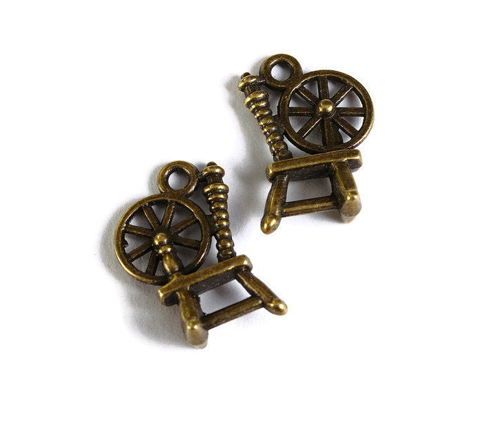 Antique brass Spinning Wheel pendant - 3D Spinning Wheel charm - 19mm x 13mm - Nickel free - Lead free - 4 pieces (1737)