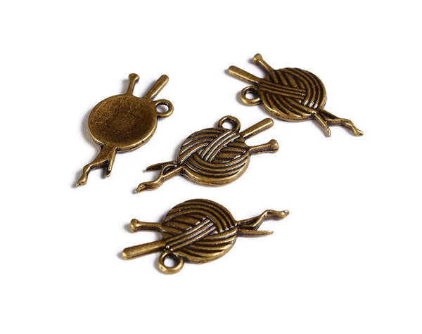 Antique brass Yarn pendant - Yarn charm - Knitting Needle Charm - Knitting Wool Charm - Hobby Charm - 26mm x 11mm - 4 pieces (1851)