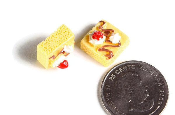 Yellow beige cake cabochon - Resin cake Slice Cabochons - Imitation Food - Miniature Food - Kawaii Cake Cabochon - 13mm (1839)