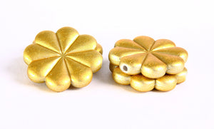 23mm Gold flower pendant - 23mm yellow rubber flower beads - 4 pieces (364)