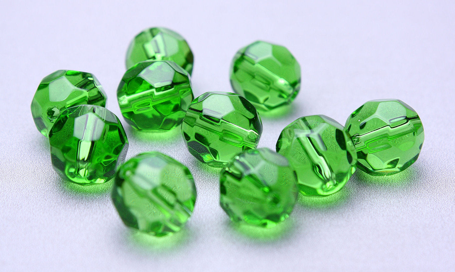 10mm green round fire polished glass beads - faceted glass beads - Czech glass beads - 10 pieces (479)