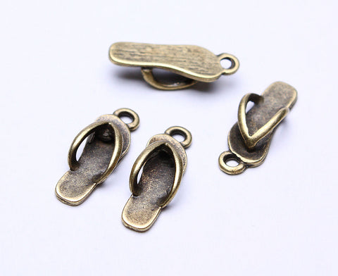 18mm Slippers charm - Beach pendants - antique brass - nickel free - lead free - 18mm x 7mm - 4 pieces (511)